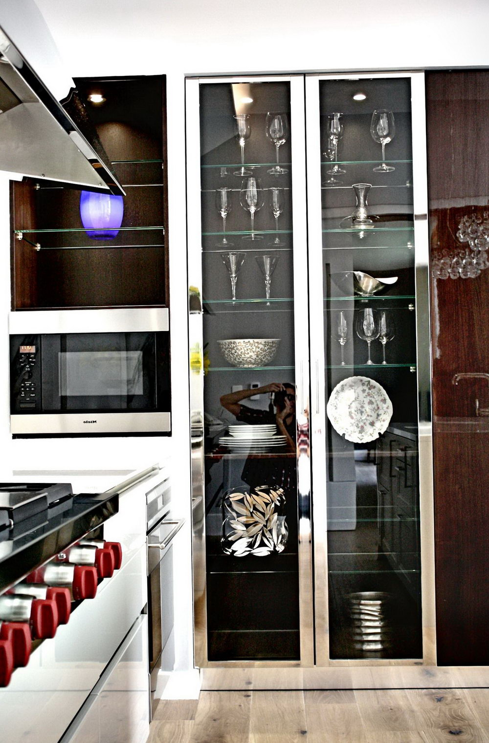 Modern Glass Front Kitchen Cabinets