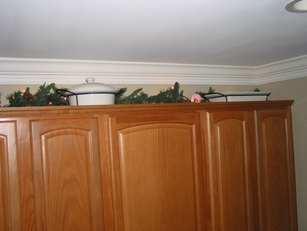 What To Put On Top Of Kitchen Cabinets For Decoration