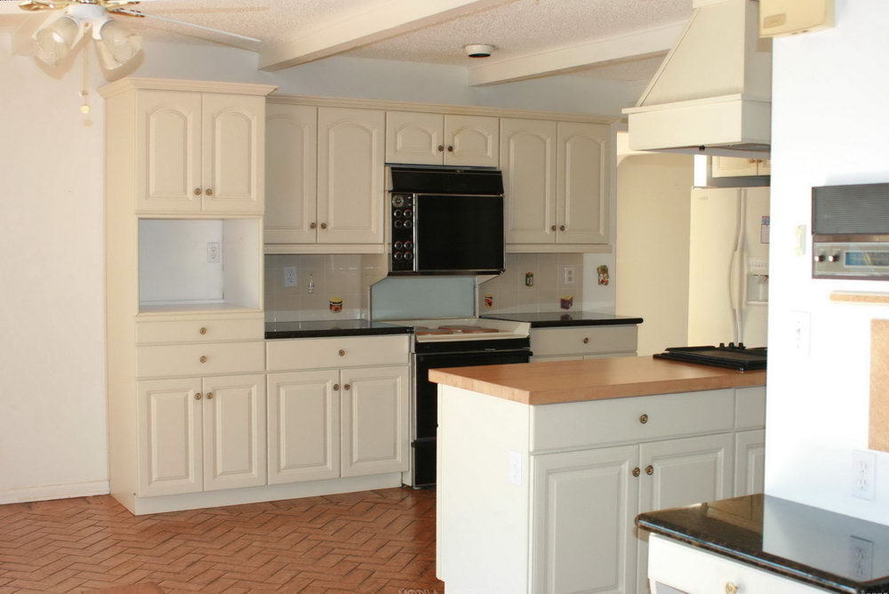 Cream Shaker Kitchen Cabinets