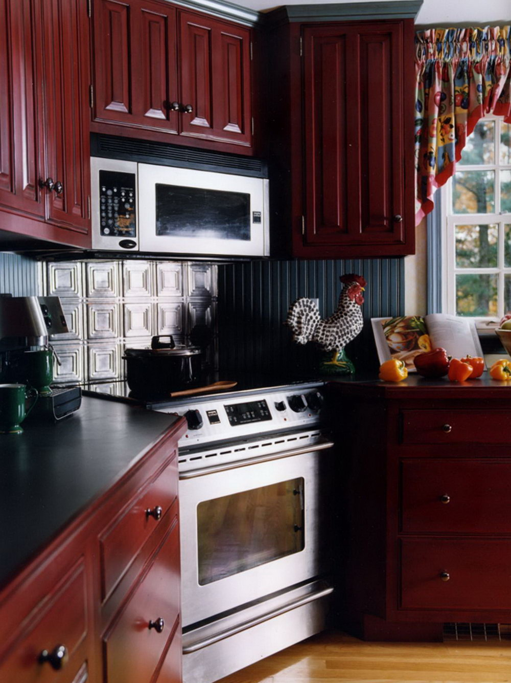 Dark Kitchen Cabinets With Knobs