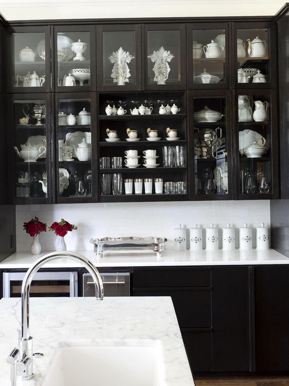 Glass Kitchen Cabinet Display Ideas