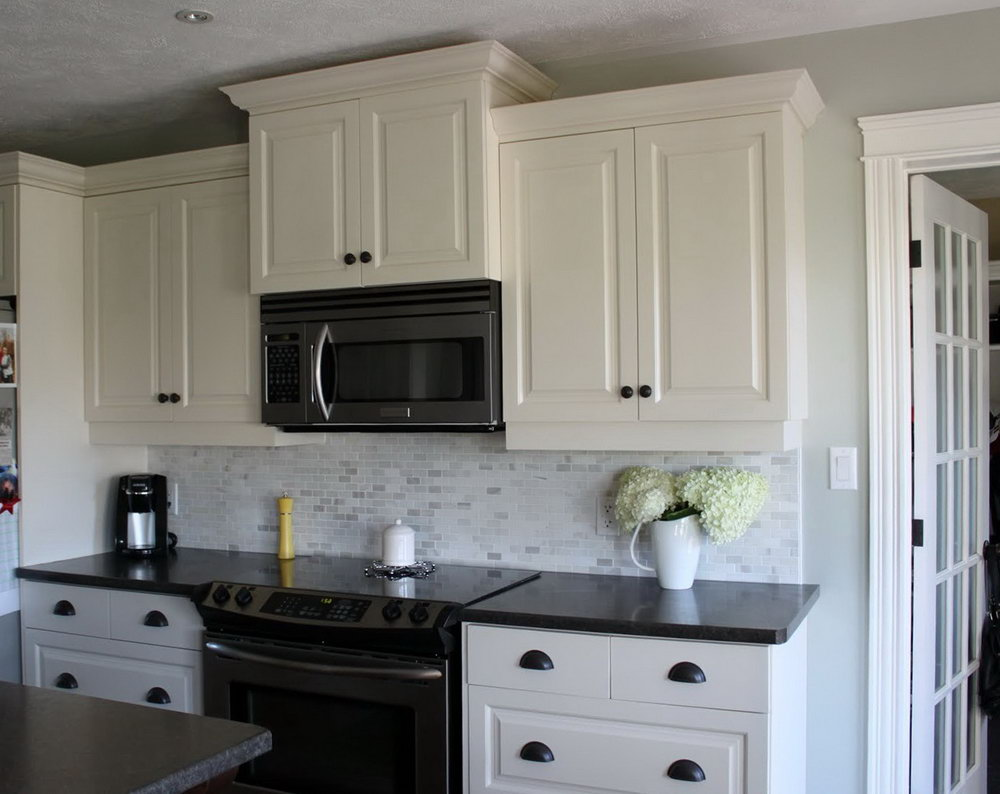 Kitchen Backsplash Ideas With White Cabinets And Black Countertops