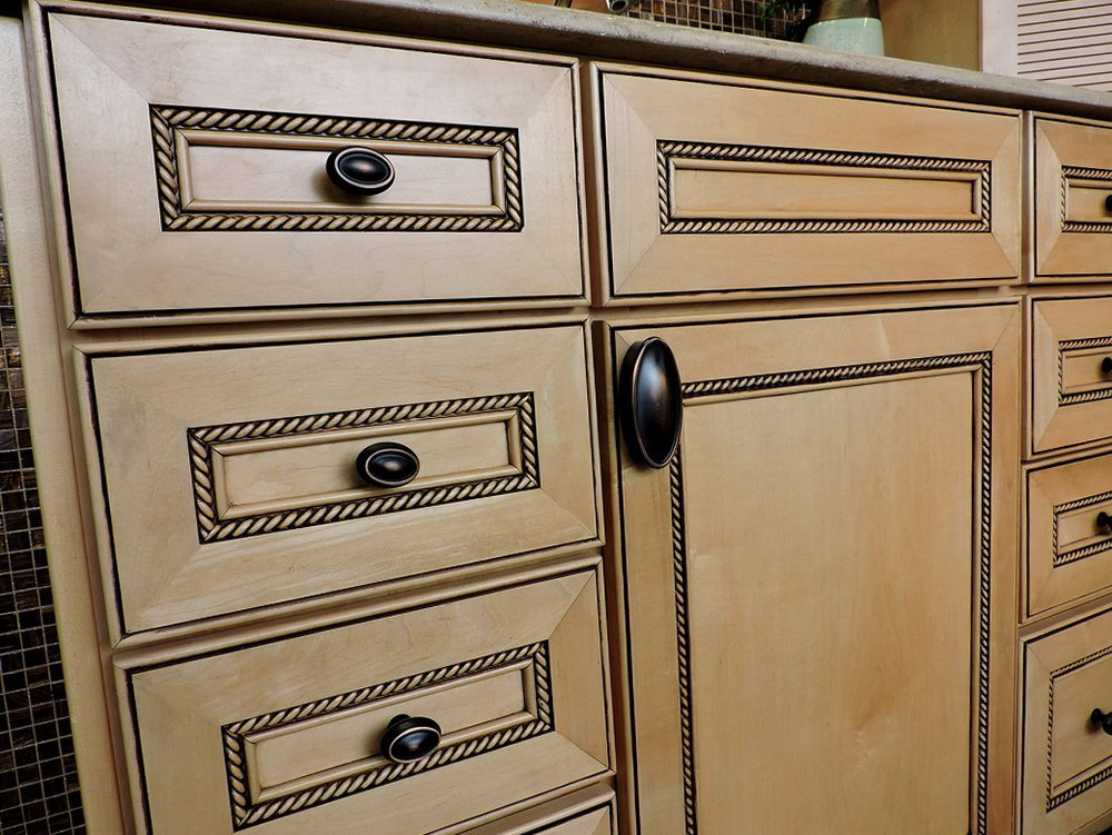 Kitchen Cabinets With Knobs Pictures