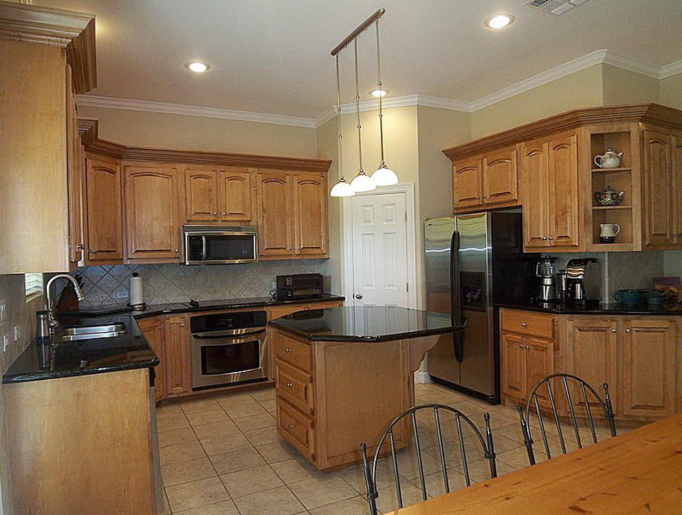Light Colored Kitchen Cabinets What Wall Color