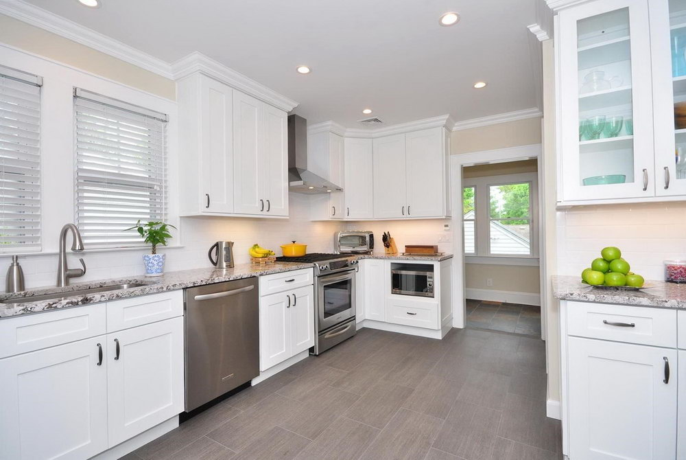 Modern Kitchen White Shaker Cabinets