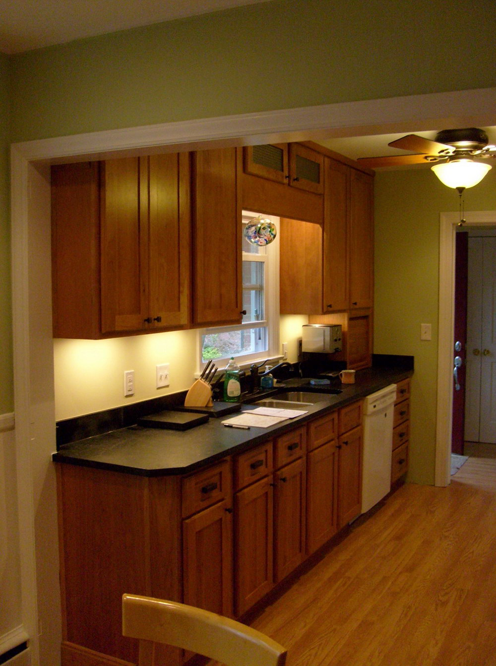 Natural Cherry Shaker Kitchen Cabinets