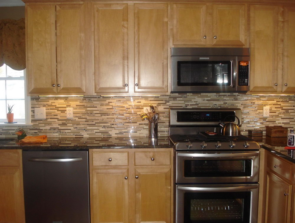 Oak Kitchen Cabinets With Backsplash