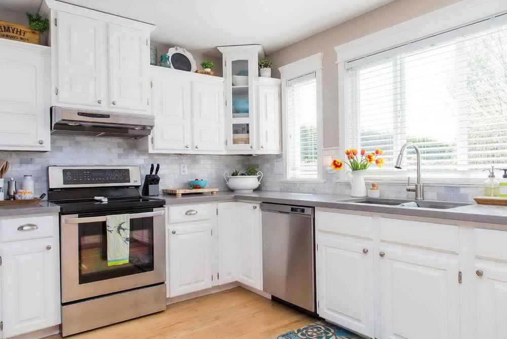 Off White Modern Kitchen Cabinets