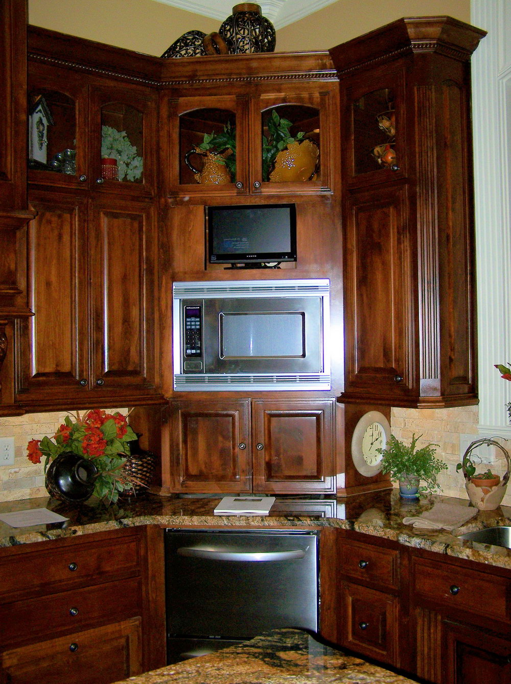 Corner Cabinets For Kitchens