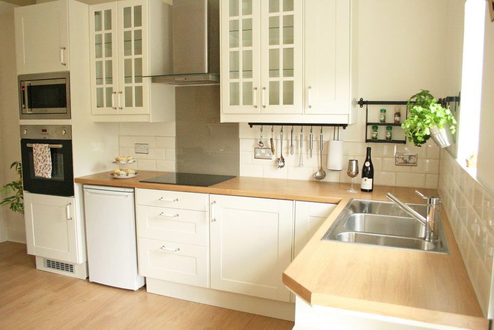 Cream Kitchen Cabinets + Oak Worktop