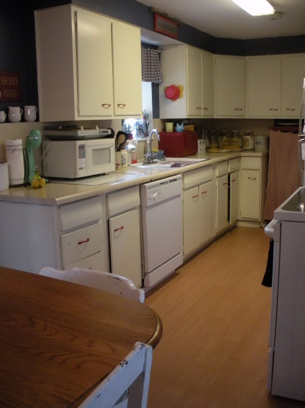 How To Fix Kitchen Cabinets That Won't Stay Closed