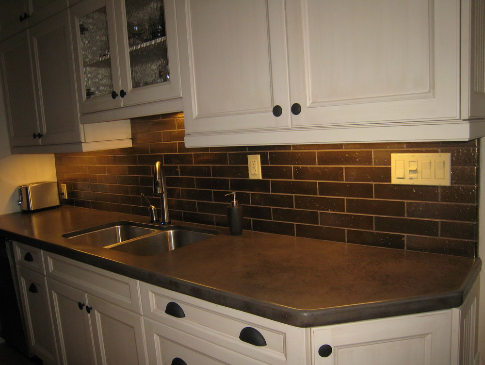 Kitchen Cabinets With Tile Backsplash