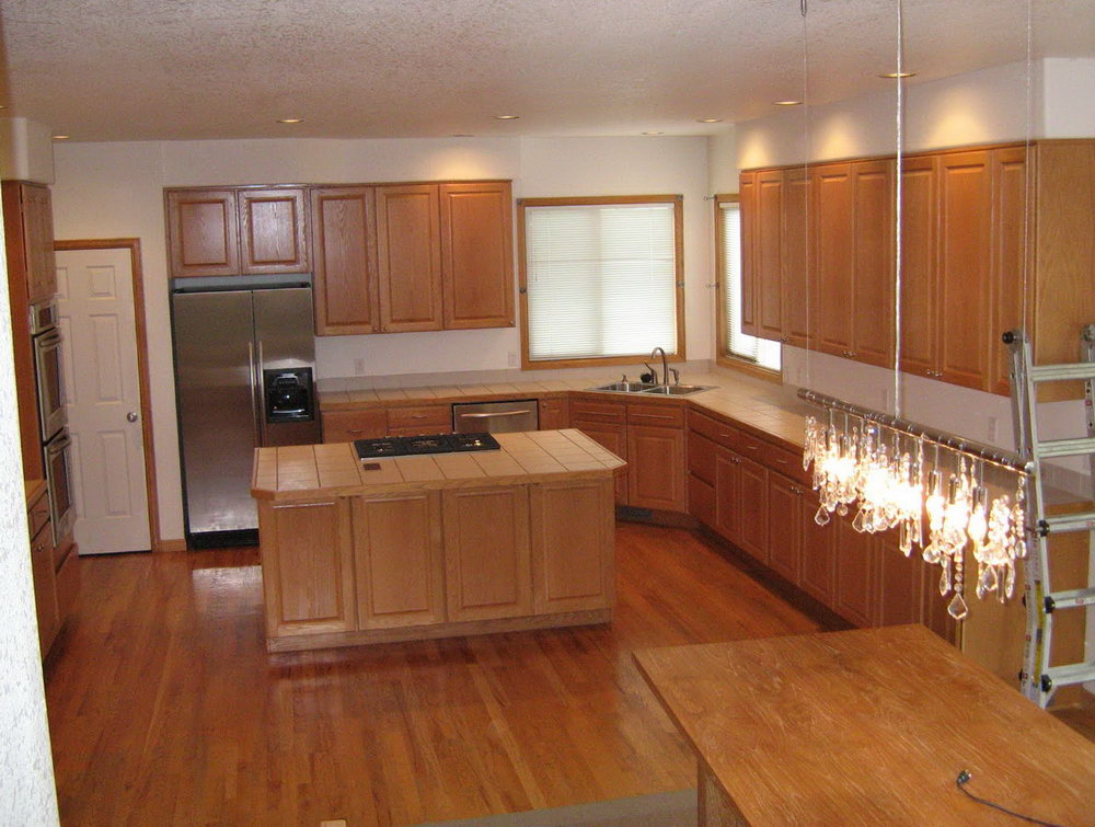 Kitchen Tile With Oak Cabinets