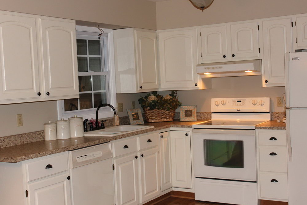 What Color Paint Goes With Off White Kitchen Cabinets