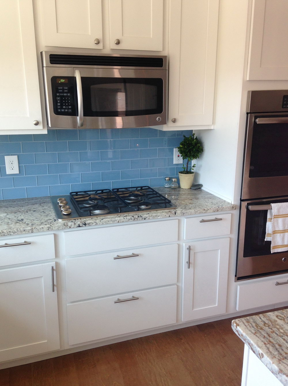 White Kitchen Cabinets With Blue Glass Backsplash