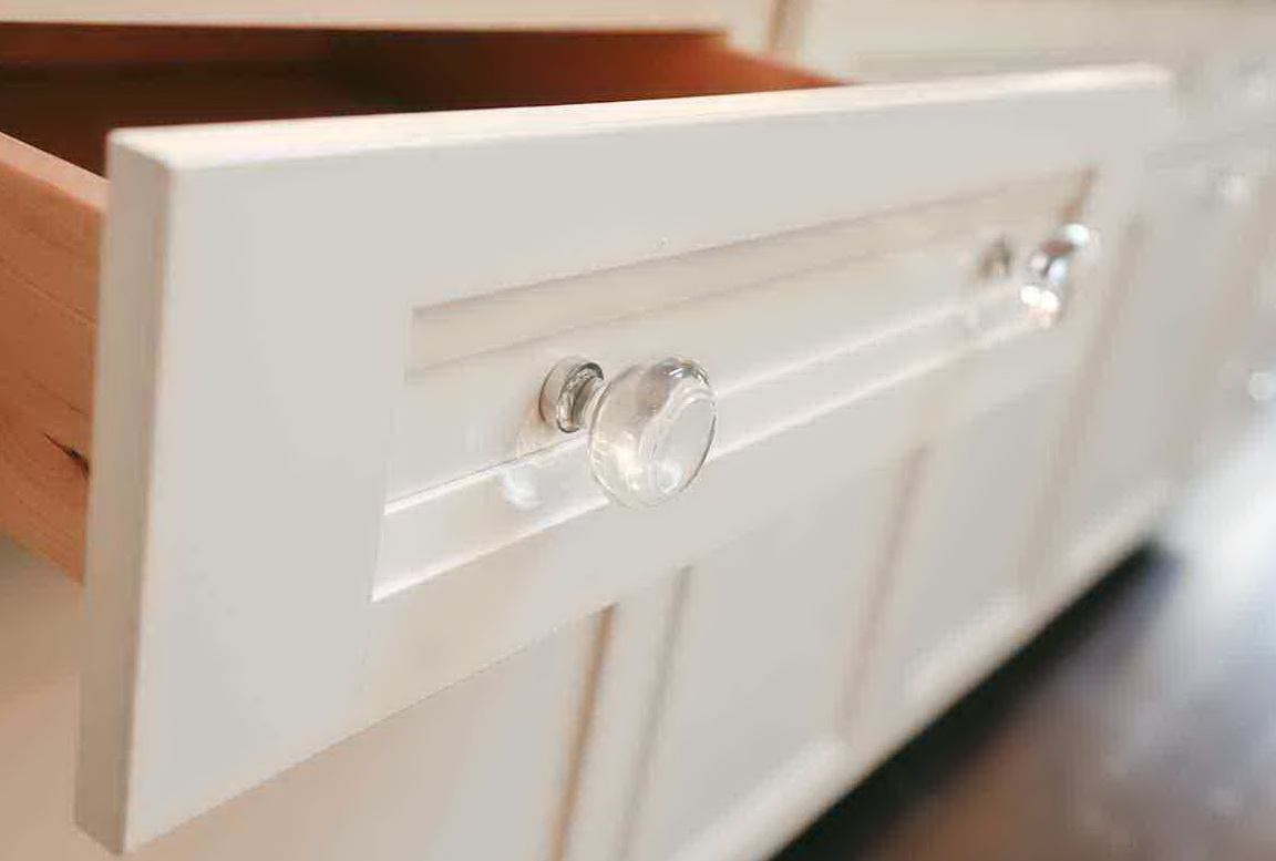 Crystal Knobs On White Kitchen Cabinets