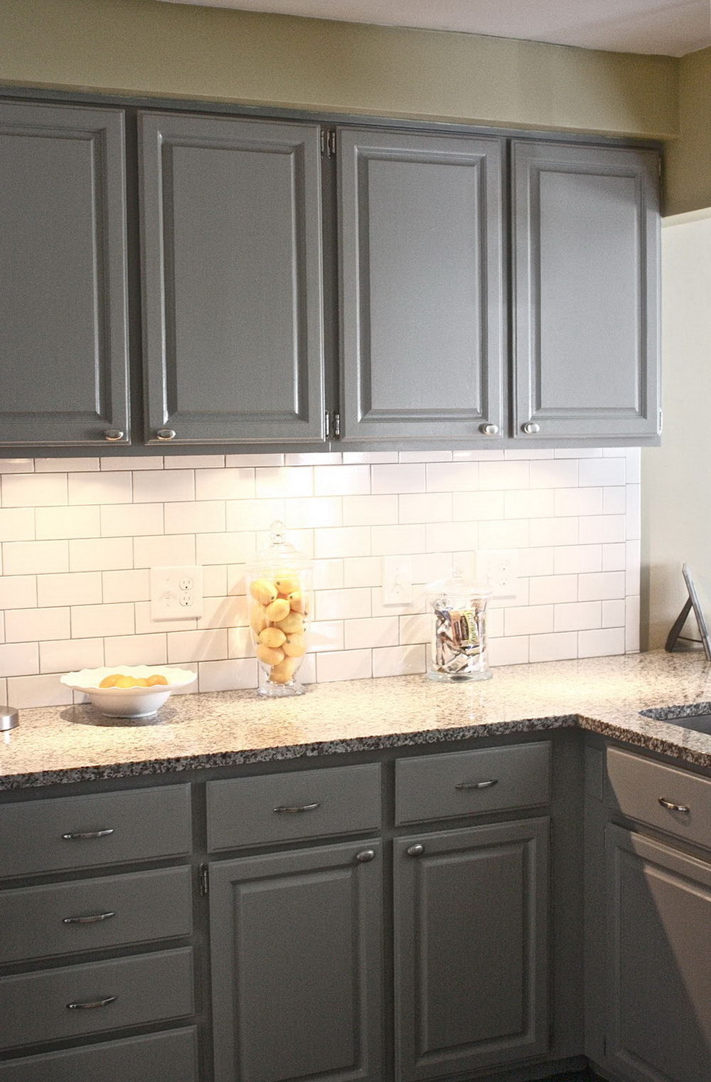 Gray Kitchen Cabinets With Backsplash