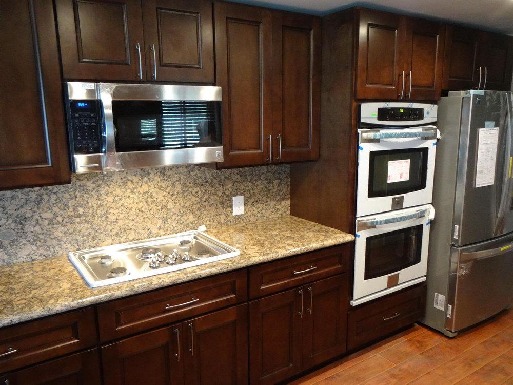 Kitchen Backsplash Dark Wood Cabinets
