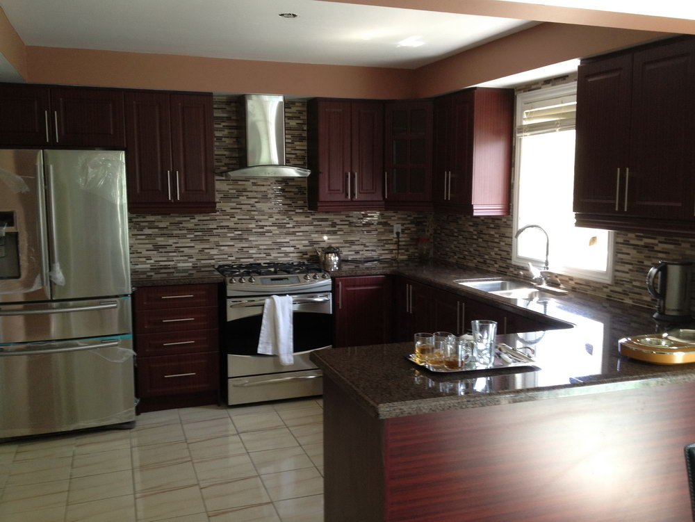 Kitchen Backsplash With Dark Brown Cabinets