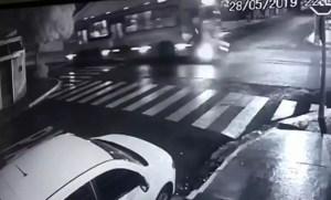 moto atingida por ônibus em Bauru