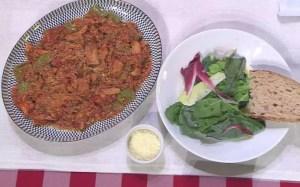 Ravioli de espinafre com molho de tomate e frango