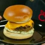 Hambúrguer com Bacon e Maionese de Coentro e Alho