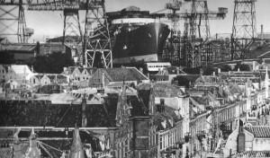 Foto van Vlissingen met scheepswerf op de achtergrond