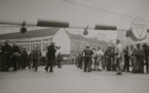 José met zijn megafoon aan de poort van Boelwerf