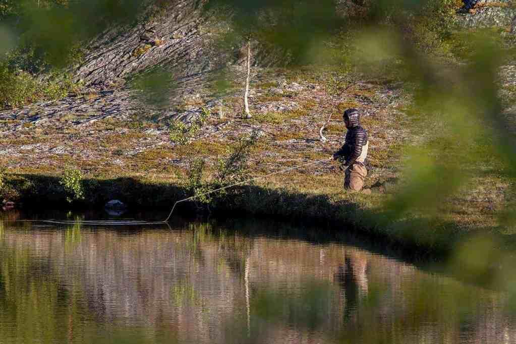 Nymfefiske i stillevann i Finnmark. // Foto: Andreas Lium