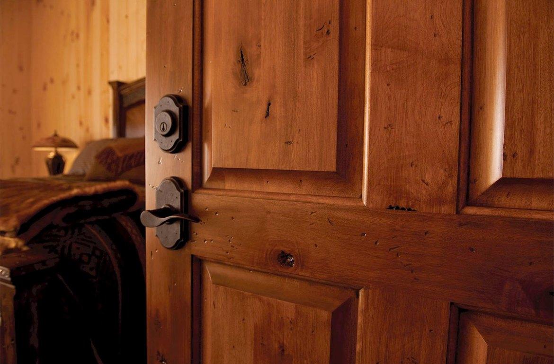 Дереаянная межкомнатная дверь