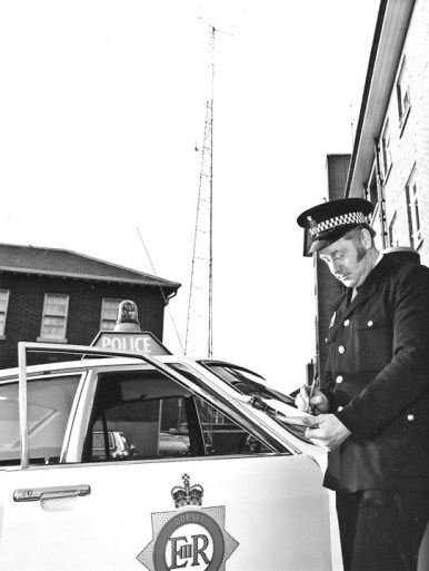 1973 World's first commercial fibre transmission system for Dorset Police HQ