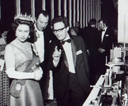 Murray Ramsay explains Optical Fibre Communications to the Queen in 1971
