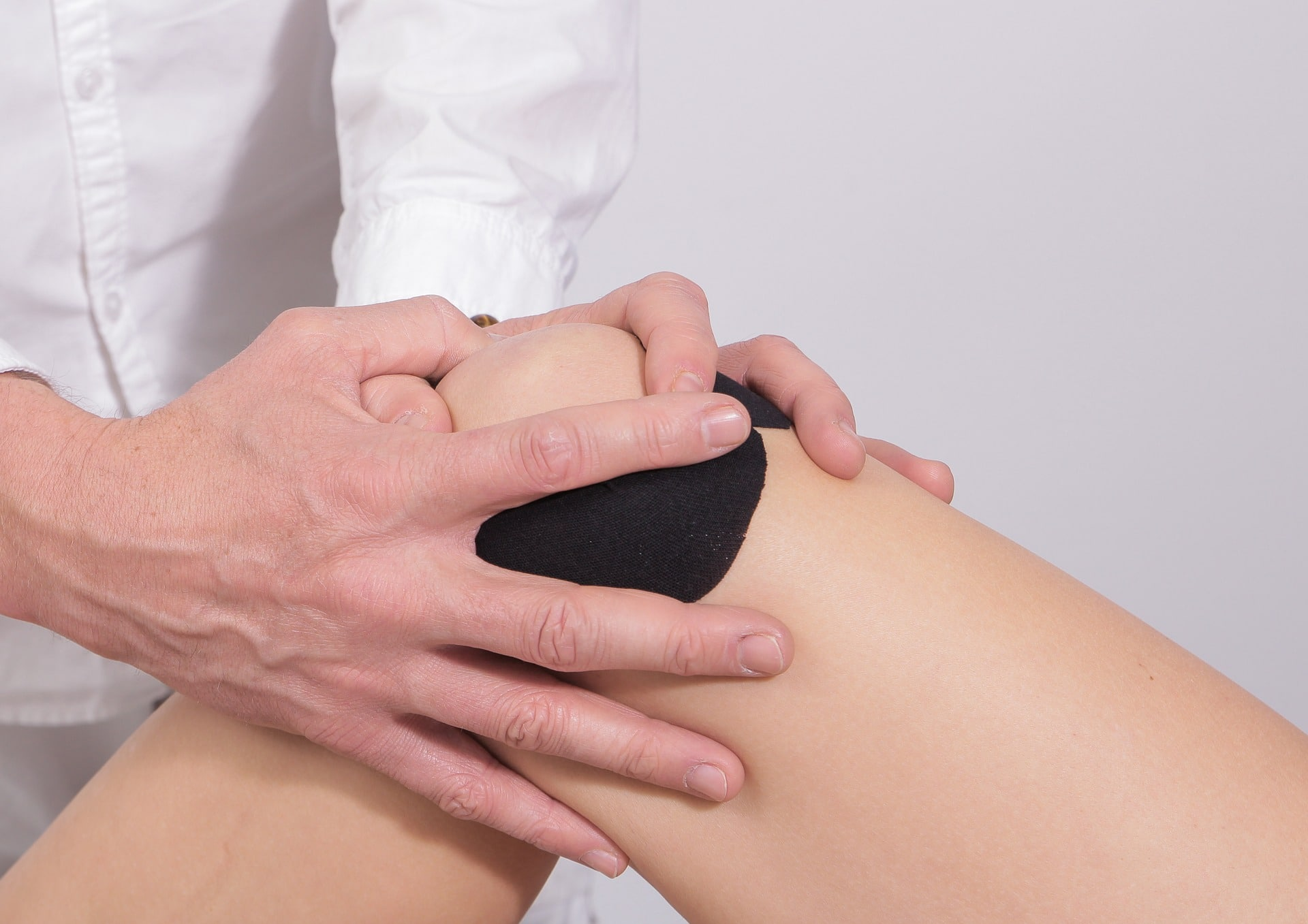 physical therapist treating knee pain