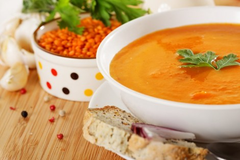 Gule, brune og røde linser trenger ikke bløtlegging og har en kort koketid. Røde linser er spesielt rike på jern og protein,