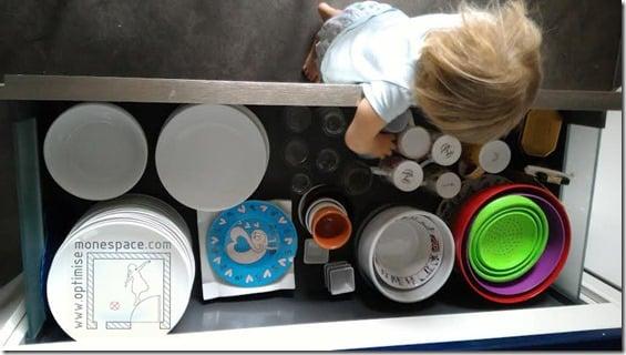 cuisine tiroir à vaisselle à hauteur des enfants