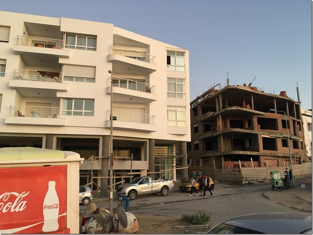 L'architecture, aujourd'hui en Tunisie : des immeubles à la façade très conventionnelle