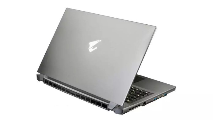 A laptop for gamers:  17G XB-8FR6450MH Argent – – Core i7-10875H from Aorus.