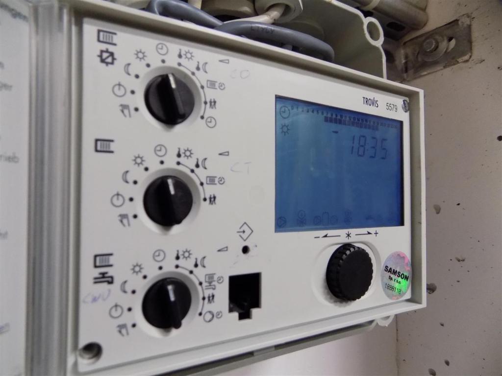 Optymalizacja zużycia ciepła przez nastawy sterownika węzła ciepła Samson Trovis