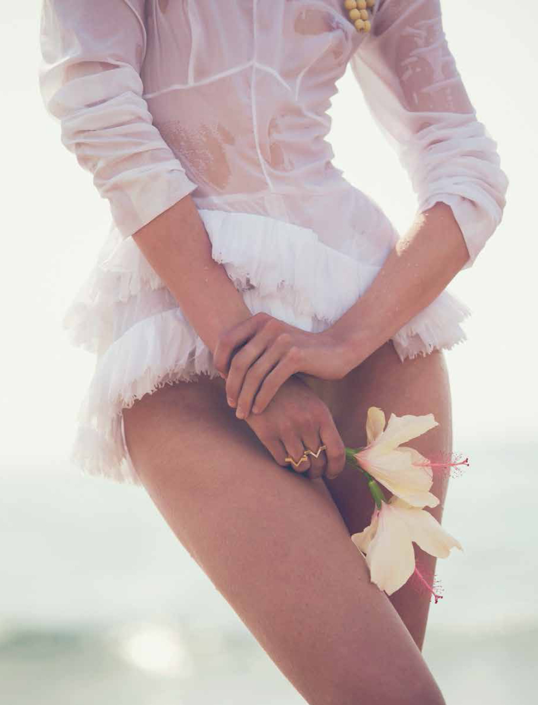 Tosca, Dekker, David, Bellemere, Aishti, 72, June, July , 2014, Nude, Swim, White, Dress, Fashion, Oracle , Fox