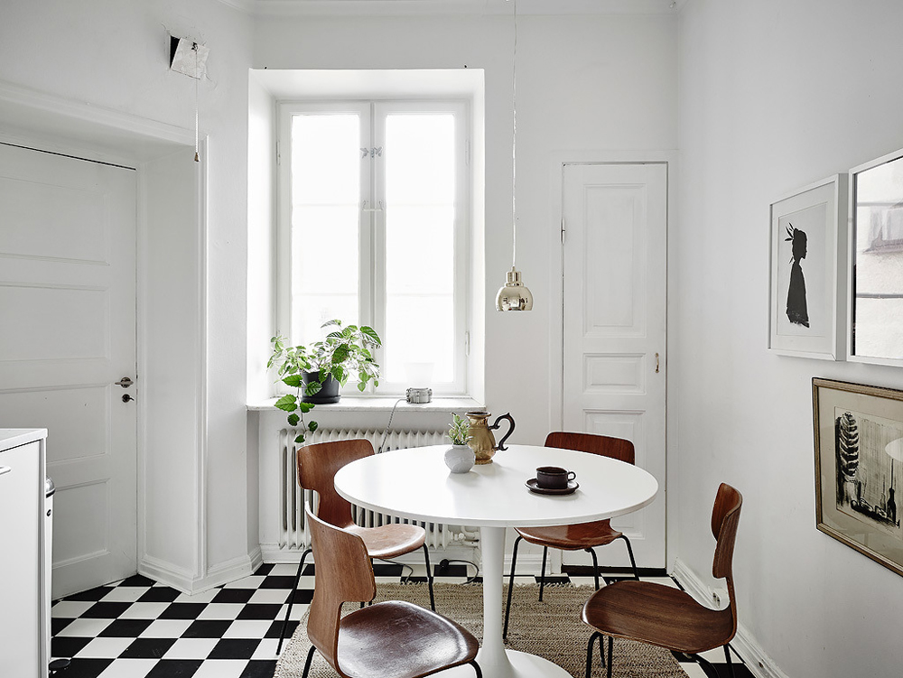 Oracle-Fox-White-Scandinavian-Interior-Bright-Apartment-15