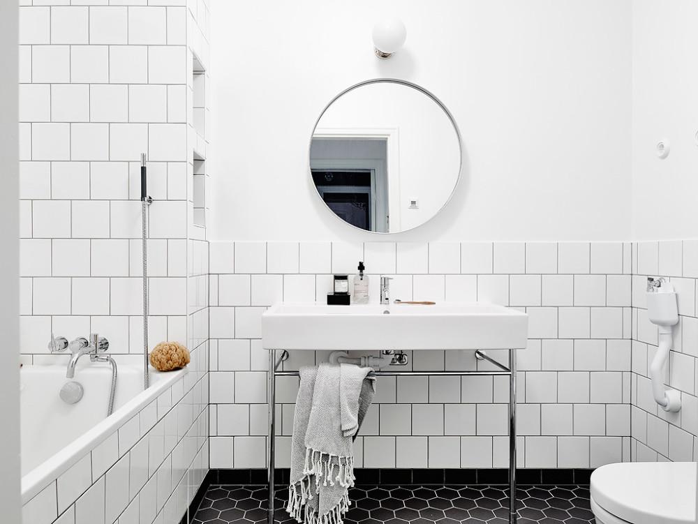 Oracle-Fox-White-Scandinavian-Interior-Bright-Apartment-20