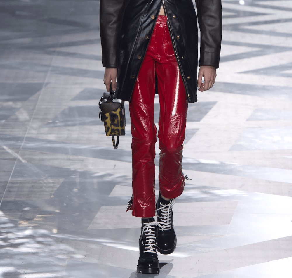 10.louis-vuitton-fall-2016-runway-red-trend-oracle-fox