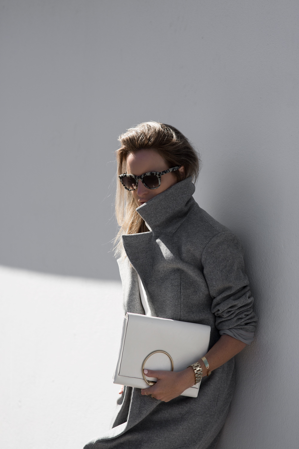 Anna Quan, Grey Outfit, Grey Coat, Grey Trousers, Celine Sunglasses, Ty-LR, White Top, White Clutch, ring clutch, circle bag, amanda shadforth, outfit, oracle fox