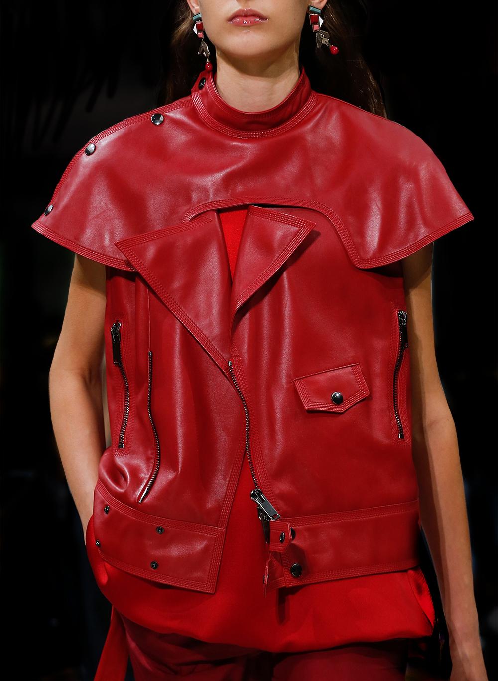 Valentino-Spring-Summer-2018-Paris-Fashion-Week-Oracle-Fox-Runway-Amanda-Shadforth-008