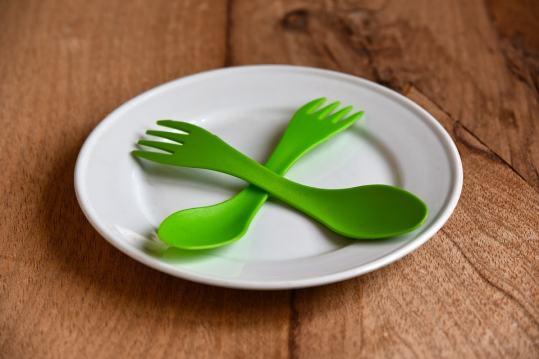 お皿、ナイフ、フォーク
