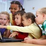kids-around-a-computer