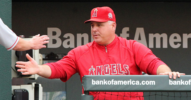 MIKE SCIOSCIA gives a hand. He's looking smart again after 10 wins in 12 games (Flickr/Keith Allison photo).