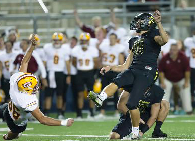 QUINTIN CONWAY hit a 40-yard field goal with two seconds to play to lead Golden West College to a 20-17 upset win over Saddleback College Saturday (GWC photo).