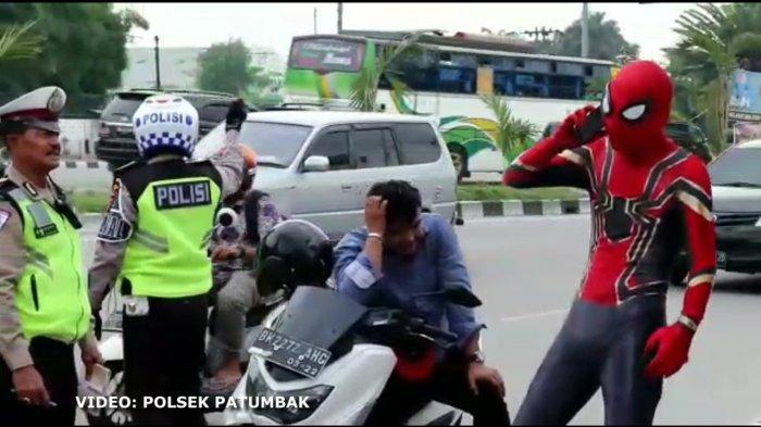 Pria Berkostum Spiderman Ditilang