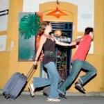 10 tradisi sambutan tahun baru unik, ada yang bawa beg lari-lari keliling bangunan